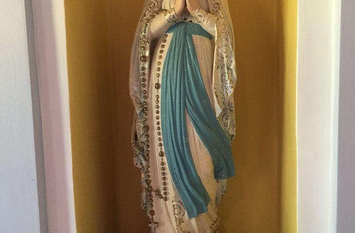Imagen de la Virgen María en Capilla